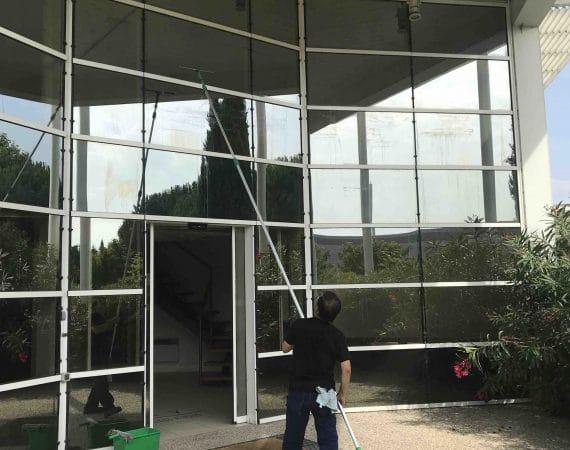 lavage vitre entreprise toulouse avec baon télélescopique