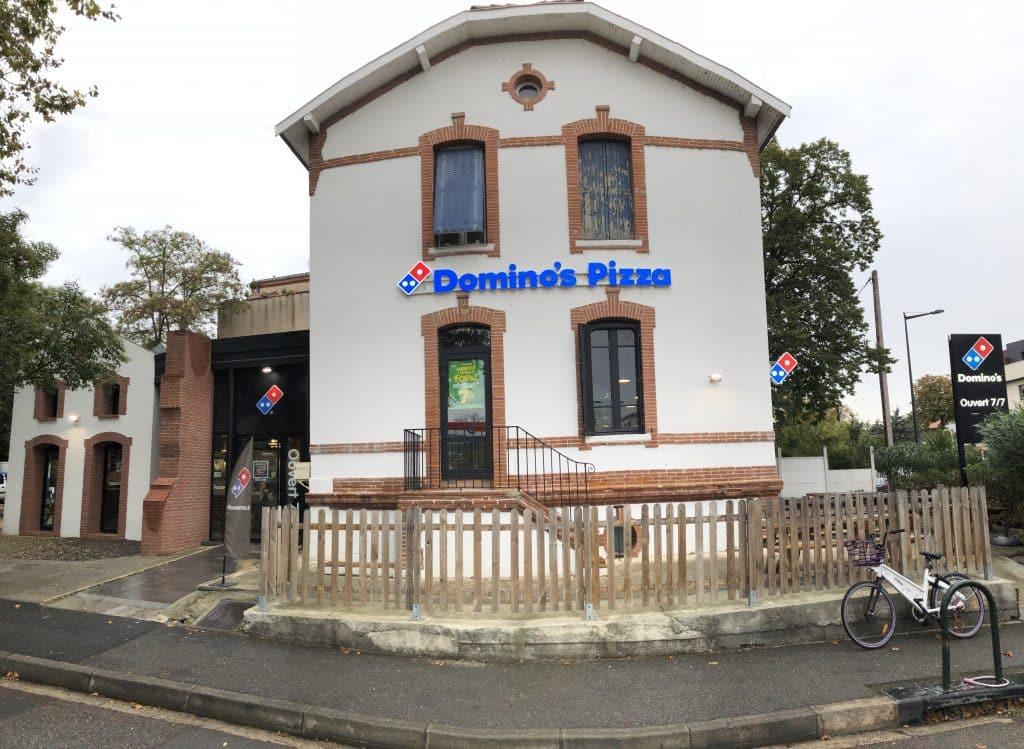 Nettoyage intérieur et extérieur des vitres chez Domino's Pizza, DNA Propreté & Services