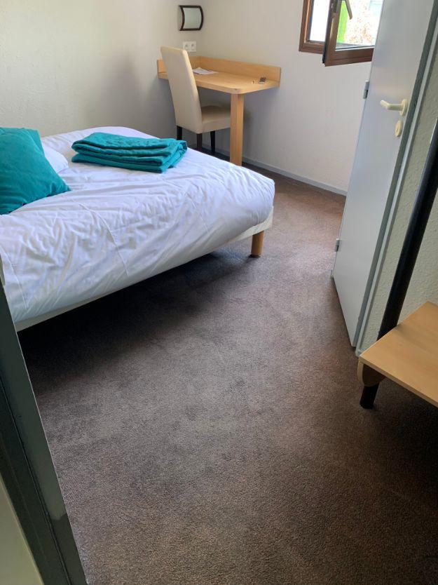 Nettoyage des moquettes des 46 chambres de l'hôtel, DNA Propreté & Services