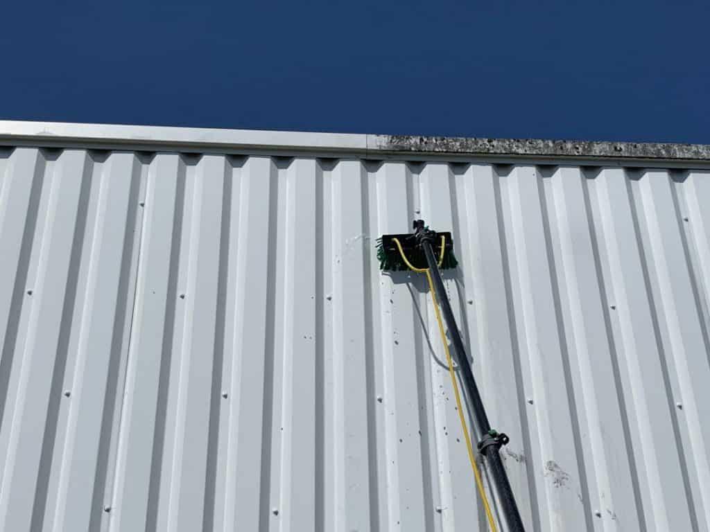 Nettoyage d'un bâtiment commercial situé à Lannemezan (65), DNA Propreté & Services