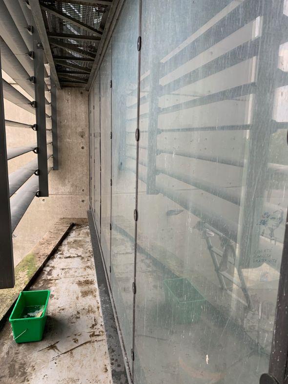 Nettoyage des vitres et brises soleil au collège Berthelot à Toulouse, DNA Propreté & Services