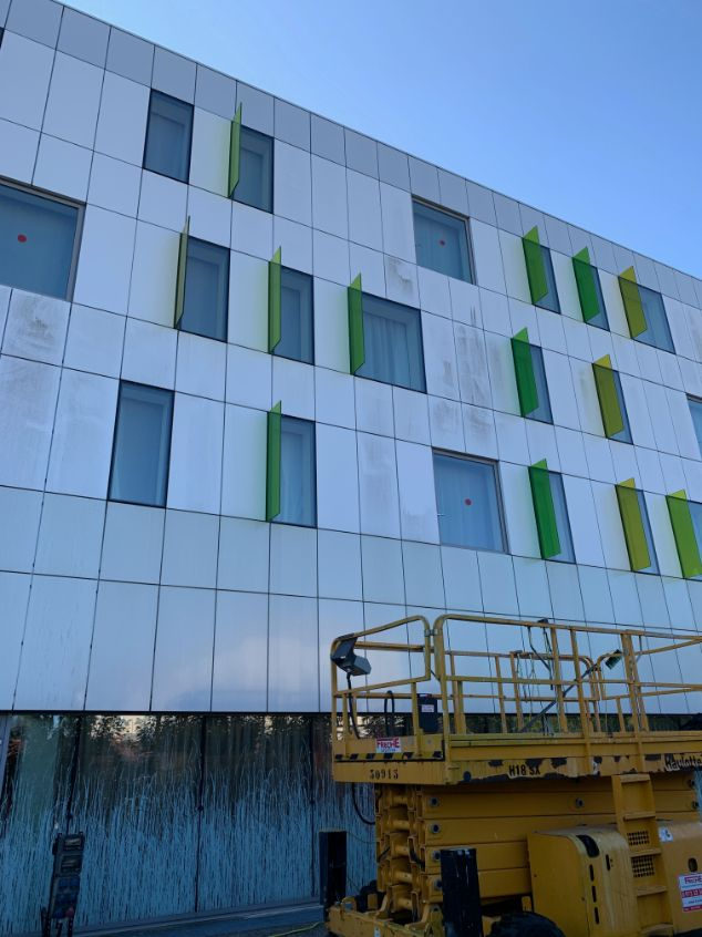 Nettoyage des vitres inaccessibles à Blagnac, DNA Propreté & Services