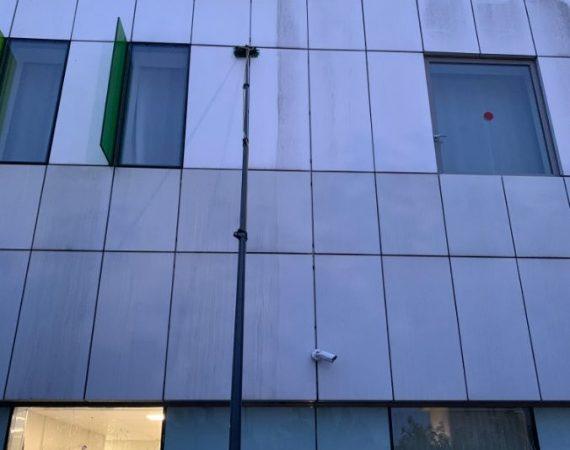 lavage avec baton télescopique vitre en hauteur toulouse